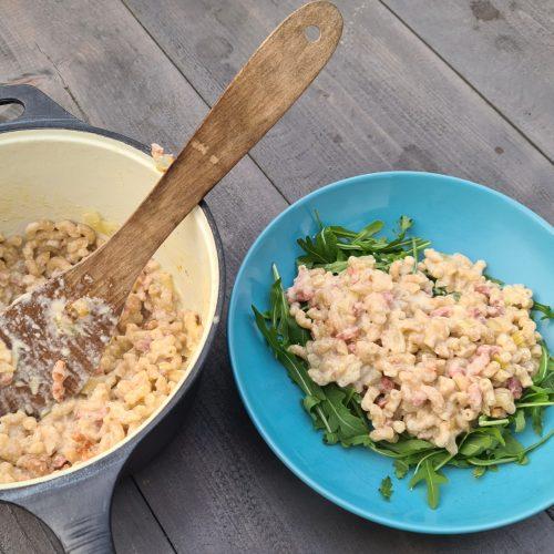 Foto van vers bereide pasta carbonara